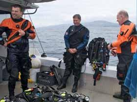 news 090630 Divers n gear on deck