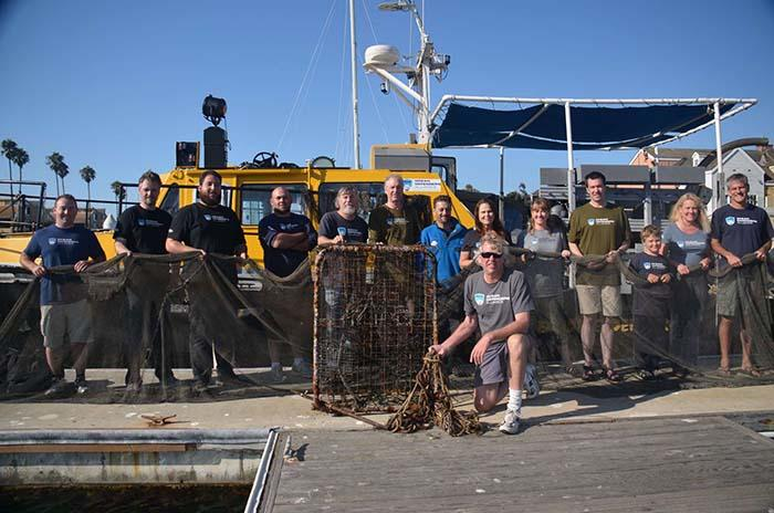 news 2013-09-19-13-Crew-at-dock-WA-1LR 1138-700
