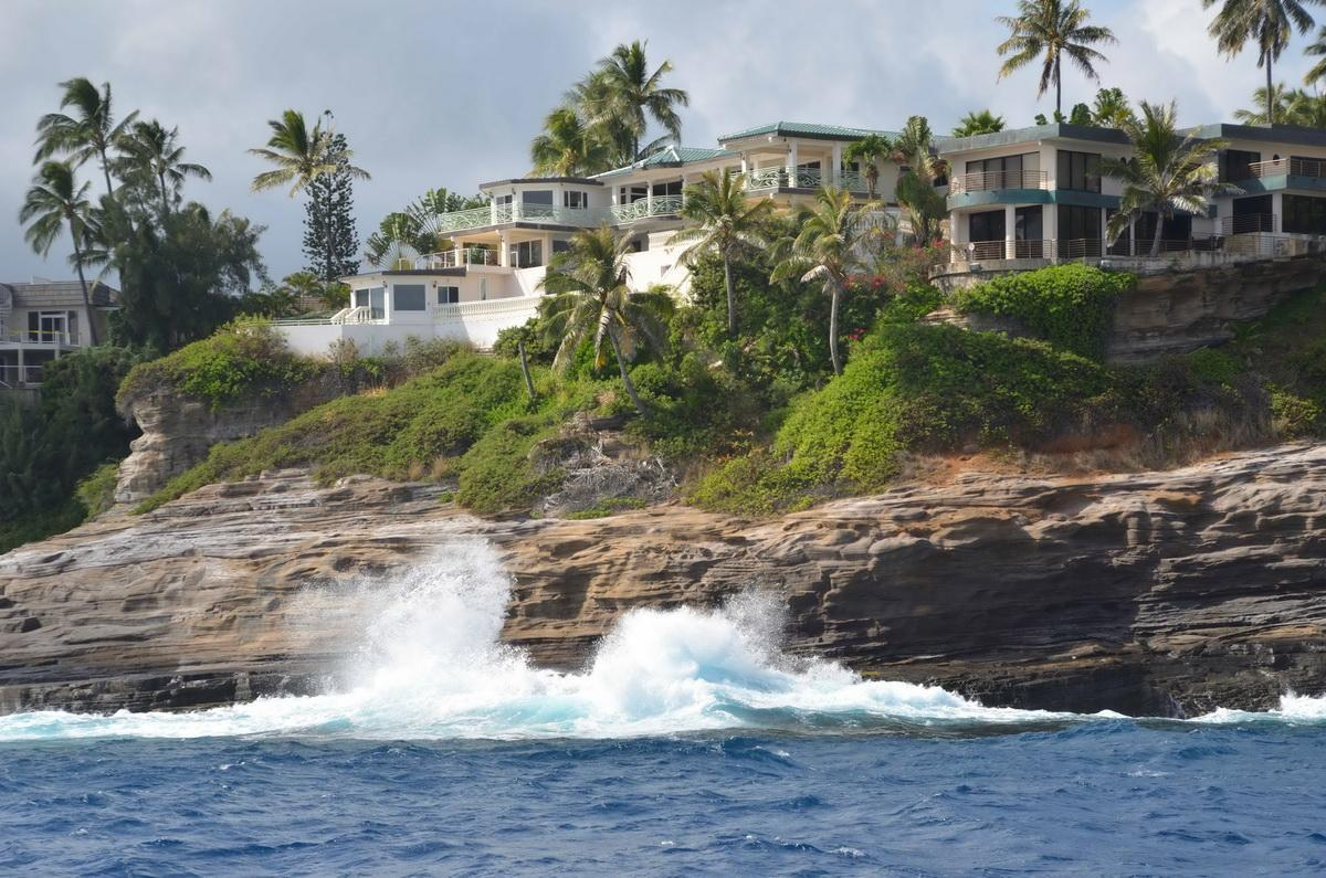 China Walls Waves on rocks
