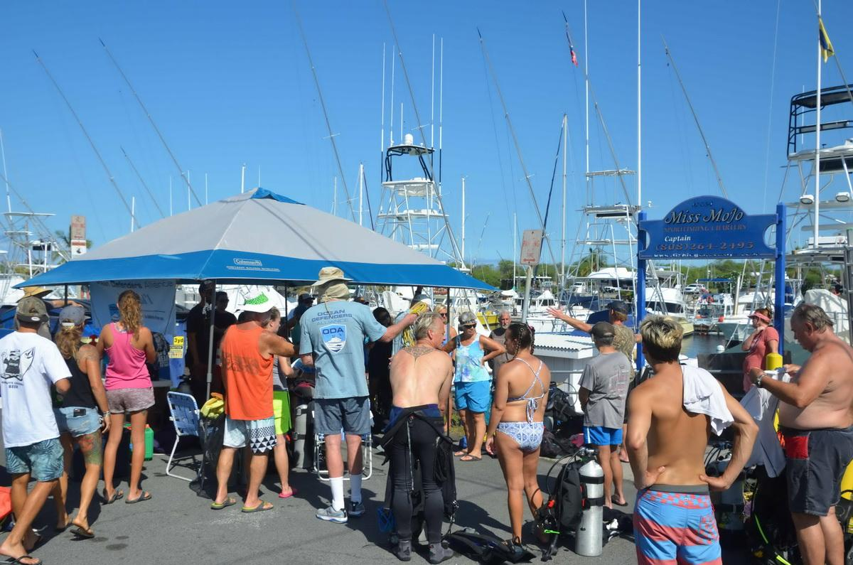 Volunteer divers get briefing