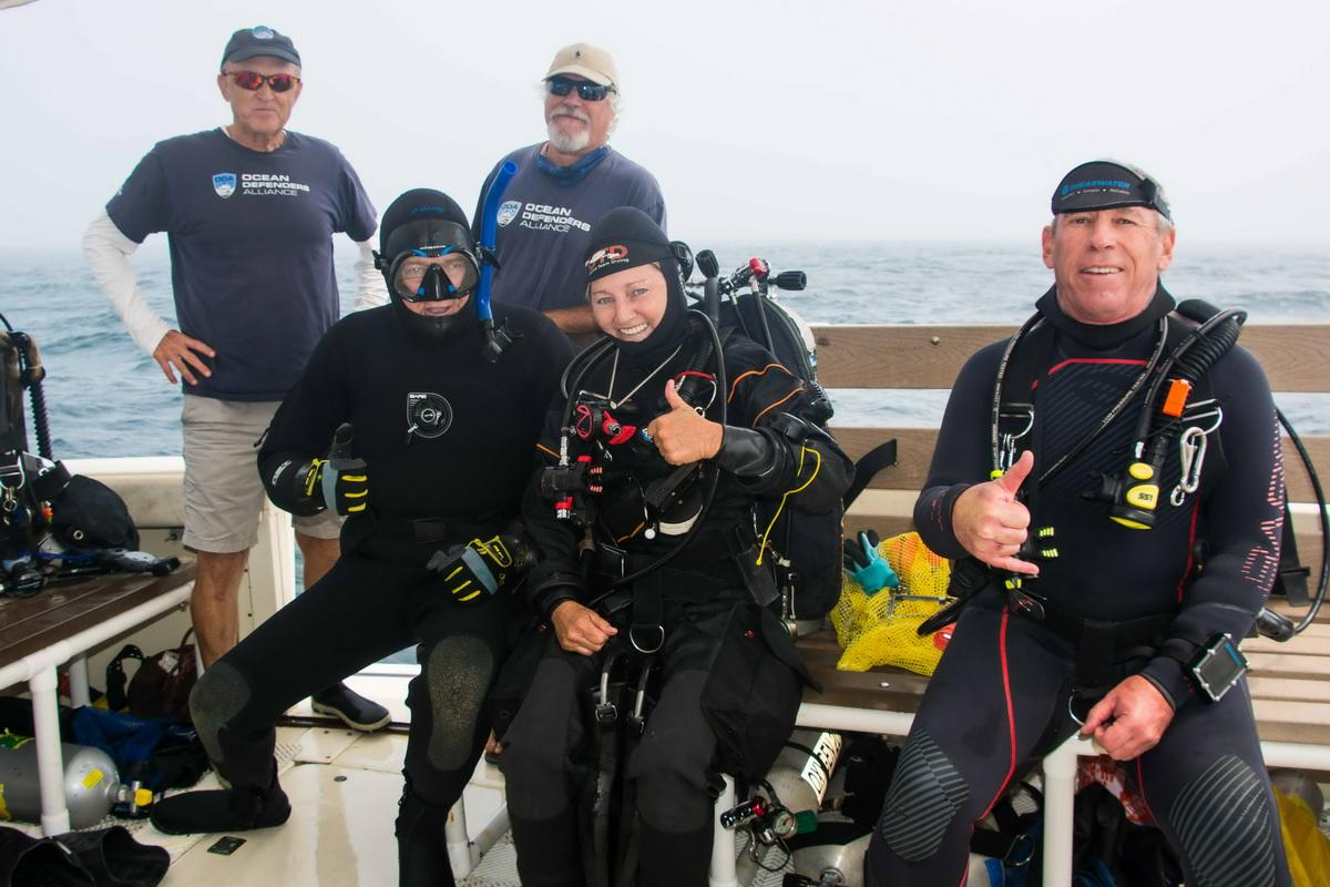 Ocean conservation diving crew