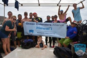 Hawaii-people-Crew-before-dive-1LR