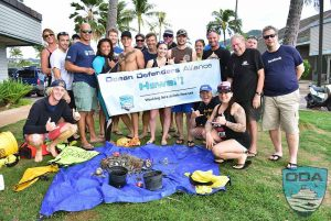 Hawaii-people-Crew-w-catch-o-the-day-1LR