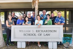 Hawaii-people-Group-pic-w-UofH-sign-1LR